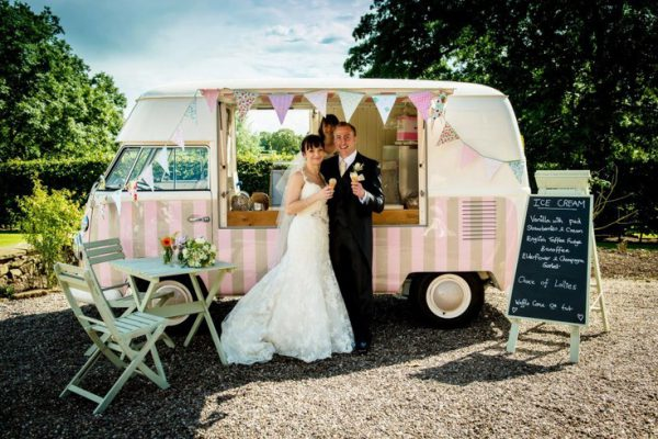 food truck at weddings, how to find a wedding food truck, everything about food trucks at weddings