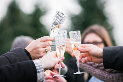 How To Deal With Some Common Wedding Guest Faux Pas